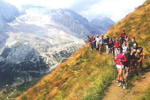 Con l'assistenza e la sicurezza del nostro accompagnatore ci avvicineremo alle pareti dolomitiche e avremo la possibilità di salire verso le vette, a partire dalla Marmolada, da sempre definita la Regina delle Dolomiti. http://www.jonas.it/trekking_dolomiti_marmolada_457.html