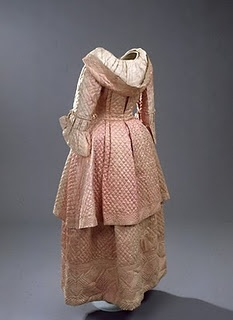 Quilted silk house dress / Brunswick back circa 1775.