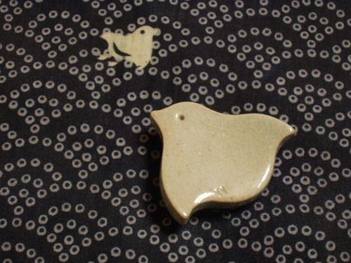 画像 : 【波千鳥】千鳥モチーフの帯留【着物のコーディネート】【日本の工芸 クラフト】 - NAVER まとめ