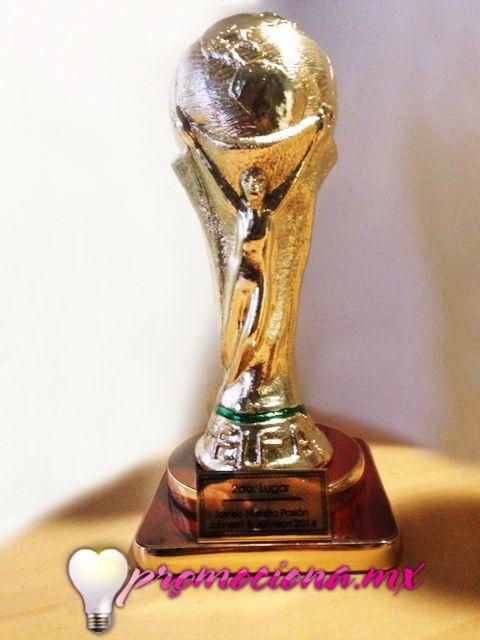 Trofeo Mundial, base madera con placa personalizada en selección de color.  http://www.promociona.mx/index.php/trofeo.html