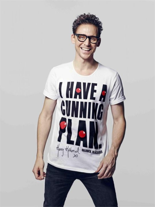 Oh my goodness, it's Tom Hiddleston wearing a T-Shirt with a quote from Blackadder for Comic Relief 2015 - This is the best thing ever