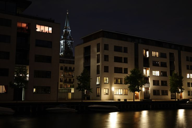 Christianshavn Kanal   Hammershøis Kaj   30s exponering i mørke