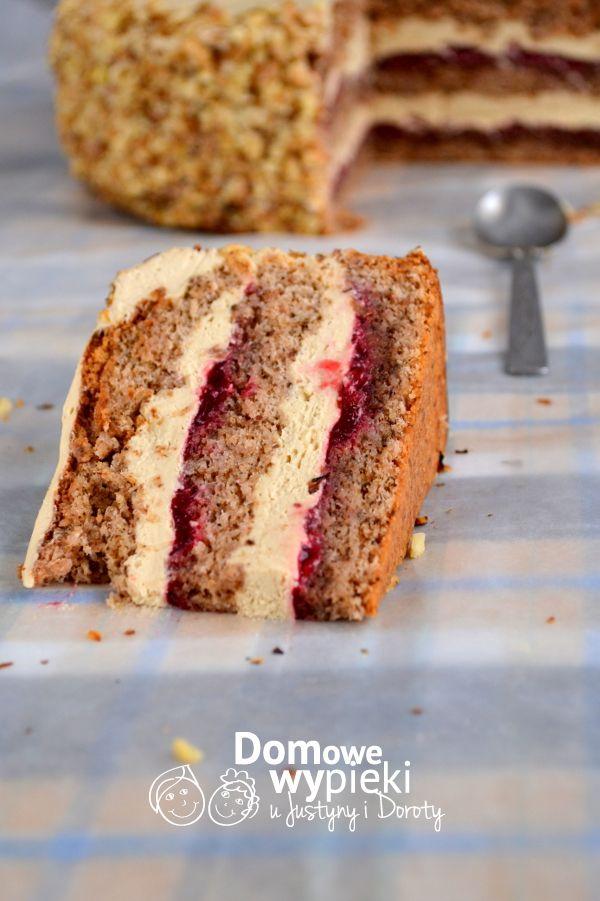 Tort orzechowy z porzeczkami i kremem kawowym