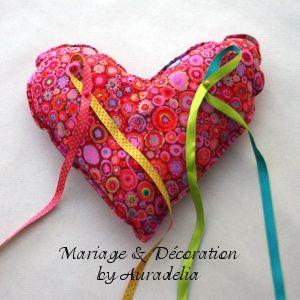 decoration-mariage-coeur-coussin-alliances