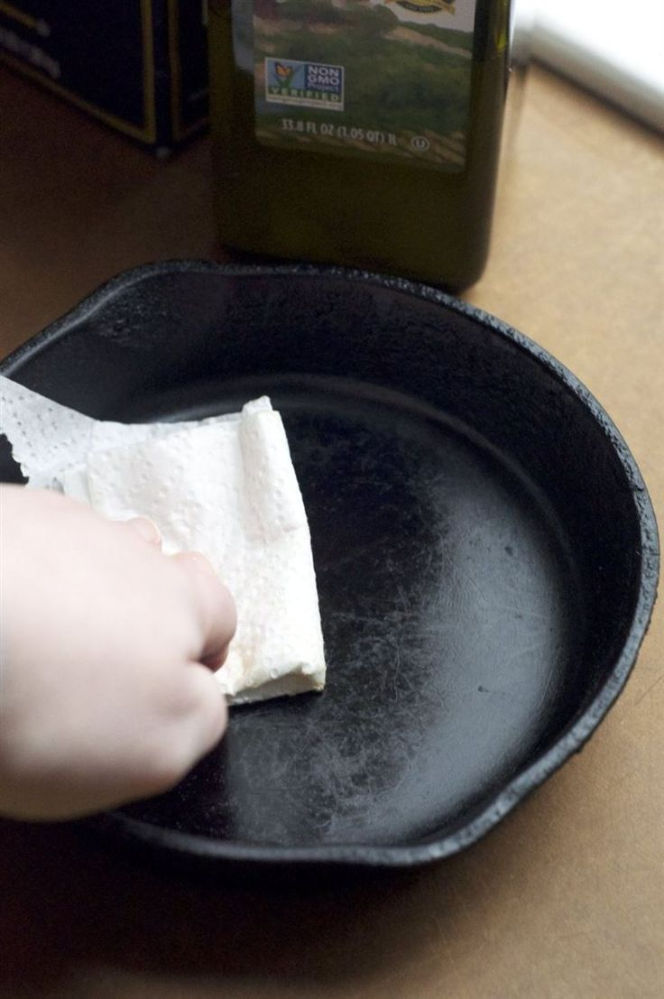 17 Clever Spring Cleaning Tips You'll Love - cast iron pans - use kosher salt and olive oil