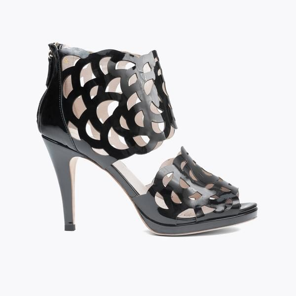 This particular style has won a lot of attention and is featured in an international shoe exhibition for its combination of design and comfort.ë_'Inspire' has become the press darling in the Sargossa collection.