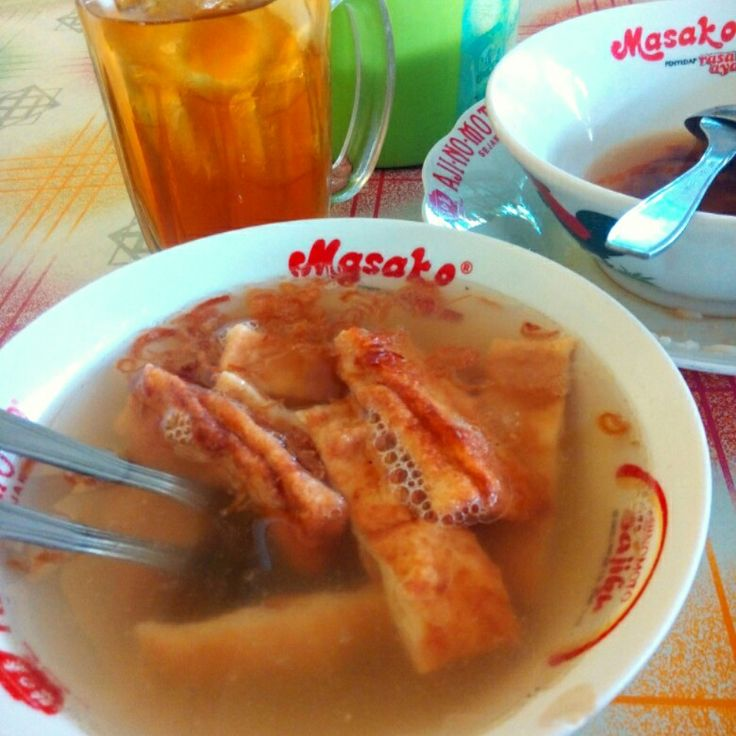 This is the food of sausage gravy or timlo typical from solo/surakarta made from egg and flour and chicken cutlet in it with gravy taste fresh and steady