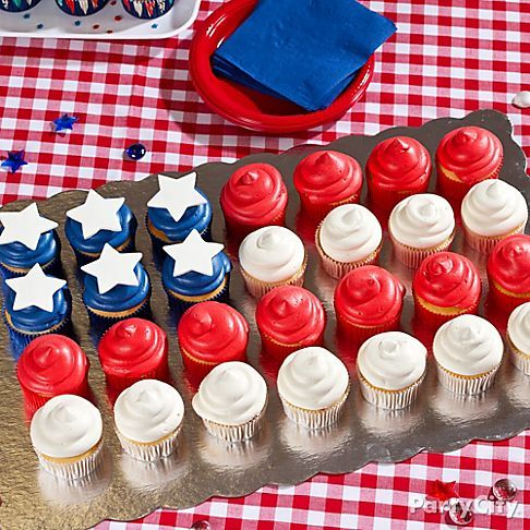 15 Sweet 4th of July Party Ideas - Cupcake Flag