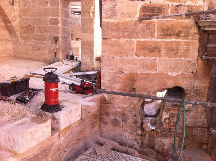 Estudio estructural. Muro de contención en Catedral Valencia. Extracción de testigo diam. 100 mm.