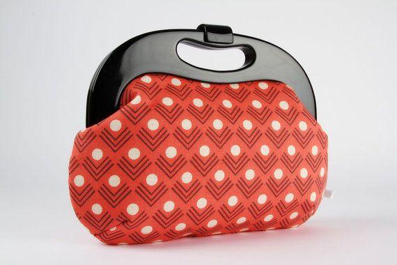 Besace sacoche avec bourse de poignée châssis - coins en corail - résine / cadre / Ellen Luckett Baker / géométrique minimaliste / dots chevron rouge