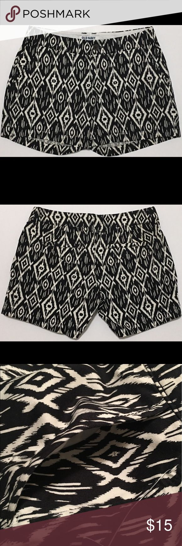 """Old Navy Short Shorts Geometric Zip Fly Button NWT! Old Navy Women's Shorts: Geometric Print. Zip Fly. Pockets. Flat Front. Short, Shorts. Made of: 100% Cotton. Waist: 29"""". Outerseam: 12.25"""". Rise: 7.75"""" *Measurements are approximate* Old Navy Shorts"""