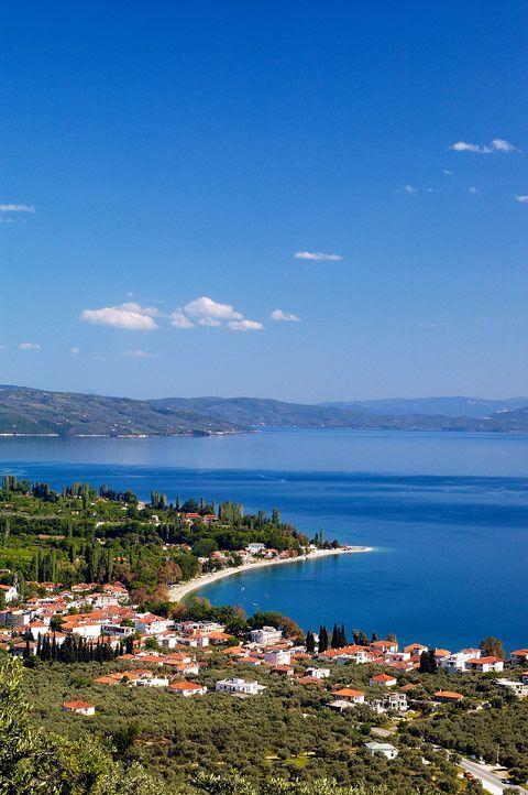 Prachtig uitzicht op het dorpje Kala Nera op het Griekse schiereiland Pilion