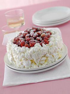 Scopri su Sale&Pepe la ricetta del trionfo di crema e fragole, una meringata golosa che riscopre il classico abbinamento di panna, gelato e fragole.