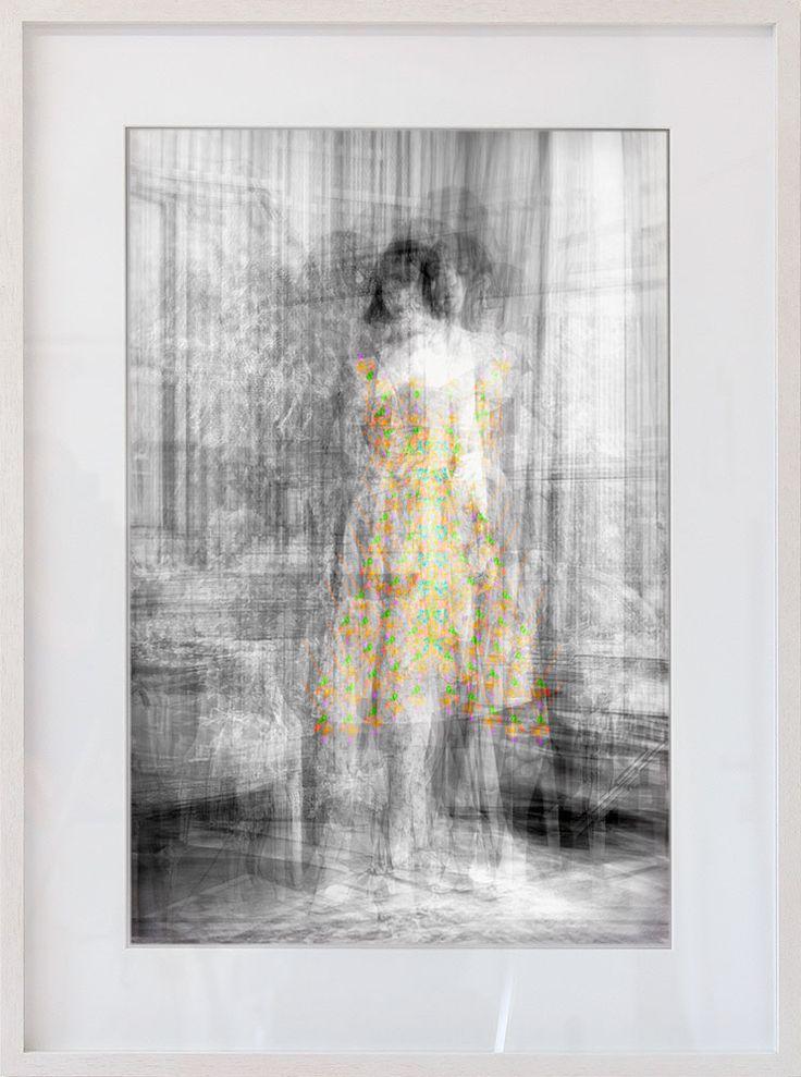 High Fashion Fine Art #2 Die Arbeiten der Werkserie High Fashion Fine Art sind eine Hommage an die Vergänglichkeit des letzten Schreis. Mit Hilfe selbst geschriebener Programme, die aus den Fotos ganzer Modekollektionen das Durchschnittsbild berechnen, entstehen einzigartige Portraits ind...