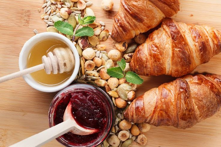 Śniadanie / Breakfast  / Croissanty, miód i dżem tradycyjny / Croissants, honey and traditional jam / Concordia Taste /