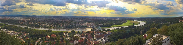 Ausblick von der Bergschwebebahn Dresden über das Elbtal (10.August 2011)