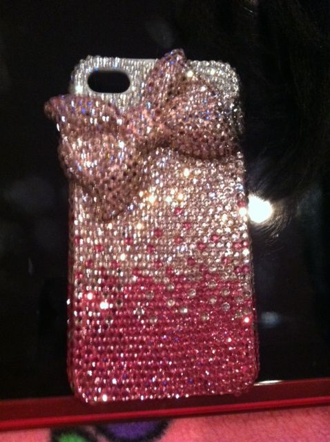 the bow on this Iphone case mixed with the sparkle! Mmmmmm...... just FABULOUS