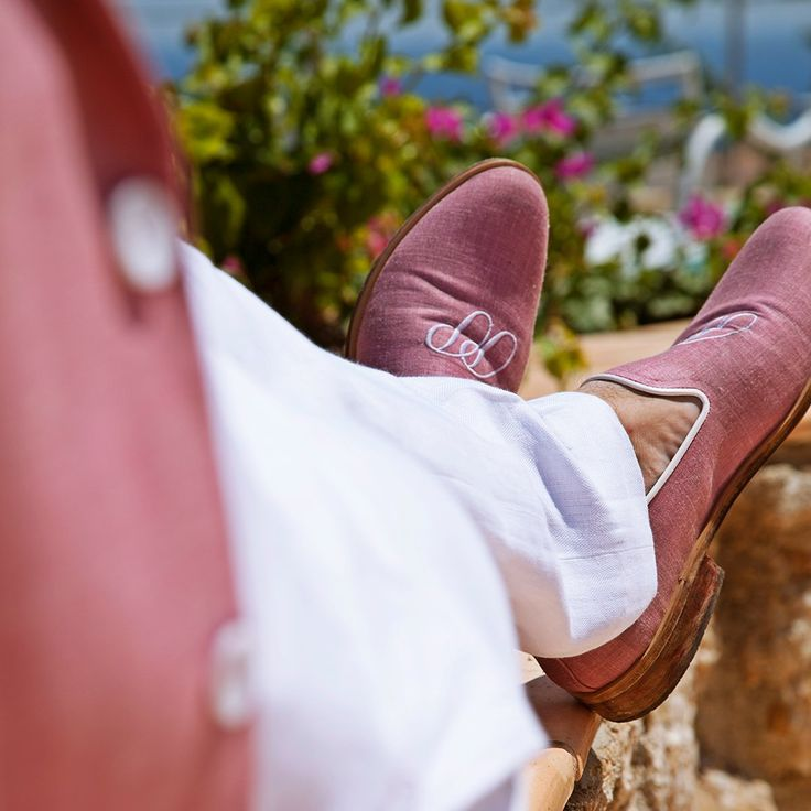 PIETER PETROS || SPETSES I || #PIETERPETROS shoes are a mark of distinctiveness. The wooden soles with rubber pads, making it apt for a luxurious voyage. #TravelTuesday