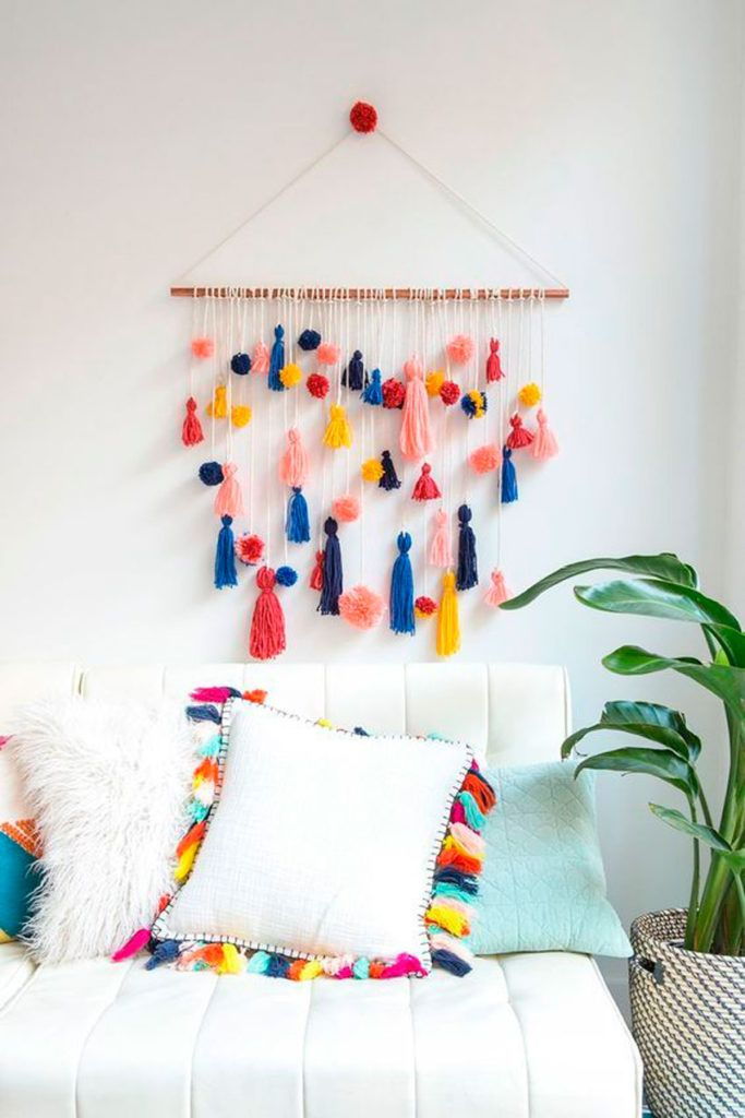 How cute is this DIY pom-pom tassel wall hanging? - Visit my Store @ www.sprees Hand Made , How cute is this DIY pom-pom tassel wall hanging? - Visit my Store @ www.sprees How cute is this DIY pom-pom tassel wall hanging? - Visit my Store @ w. Diy Wall Art, Diy Wall Decor, Wall Decorations, Diy Wanddekorationen, Diy Crafts, Art Pour Salon, Mur Diy, Idee Diy, Easy Wall