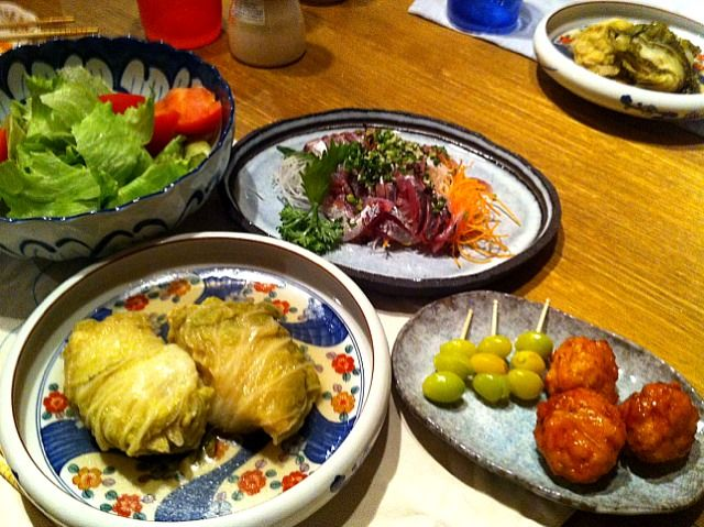 こんばんは!いただいた白菜をつかって。きょうは、コンソメ味!中身があまったので、団子にしました\(^o^)/ - 10件のもぐもぐ - ロール白菜、鳥団子の甘酢ソース by 高田恵子