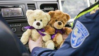 Γιατί στην Εσθονία η Αστυνομία εξοπλίζεται με λούτρινα αρκουδάκια; - ΦΩΤΟ   Τα περιπολικά της Αστυνομίας στην Εσθονία θα εξοπλιστούν σύντομα με λούτρινα αρκουδάκια στο πλαίσιο μίας πρωτοβουλίας για την φροντίδα παιδιών που έχουν βιώσει τραυματικές καταστάσεις... from ΡΟΗ ΕΙΔΗΣΕΩΝ enikos.gr http://ift.tt/2pi6jTw ΡΟΗ ΕΙΔΗΣΕΩΝ enikos.gr