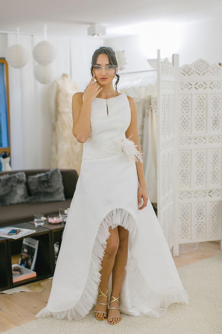 Brautkleid vorne kurz, hinten lang im Carmen-Stil
