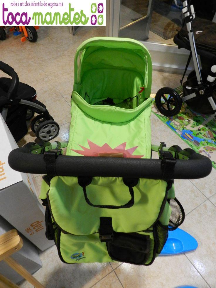 Carro Happy Day de segunda mano en perfecto estado. En color verde. Una sola pieza convertible de capazo a silla de paseo.