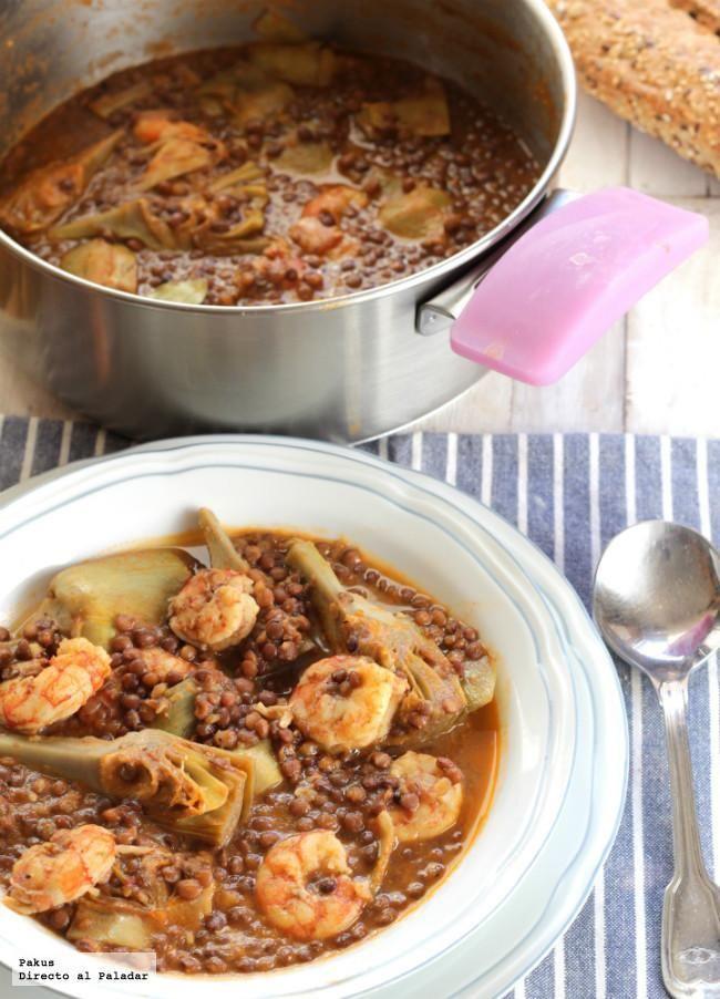 Receta de lentejas estofadas con gambones y alcachofas de temporada