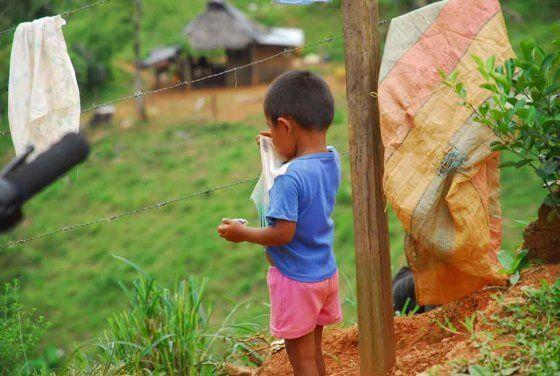 Enfrentamientos entre grupos armados dejan más de 500 desplazados en Chocó