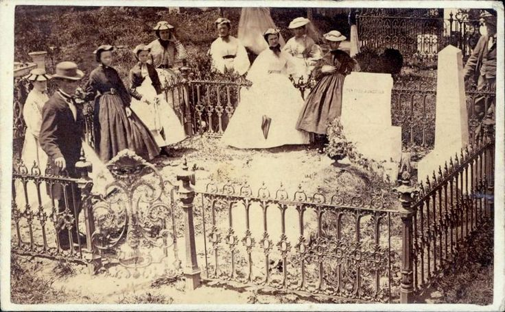 CDV, c. 1864-65, people at the grave of Gen. T.J. (Stonewall) Jackson, Lexington, Virginia,  Notice that most of the woman are wearing flat straw hats and light colored dresses
