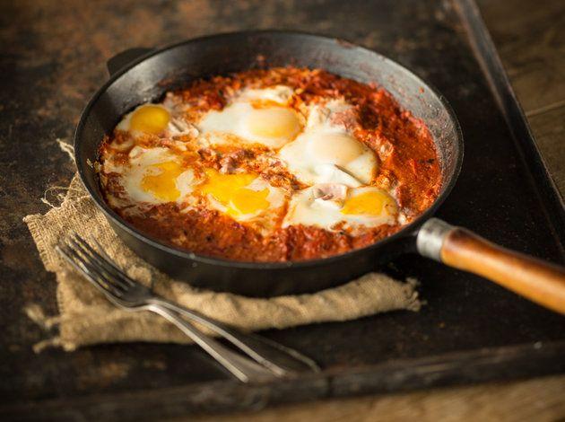 Shakshuka: Pochierte Eier in scharfer Tomatensauce