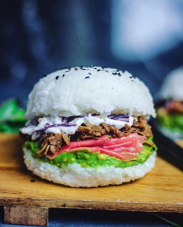 @sobeautifullyraw made this amazing vegan sushi burger for the #BESTOFVEGANBURGER contest!  We're impressed!! TERIYAKI 'CHIK'N' SUSHI BURGER by the amazing Sam aka @sobeautifullyraw:  To make the Sushi Rice Bun:  Prepare your desired amount of sushi rice (I used around 2.5 cups COOKED sushi rice for 2 burgers) and season it with sushi vinegar. Let the rice completely cool in the fridge before moulding. Grab a small dome bowl and quickly rinse it with water (this will stop the rice…