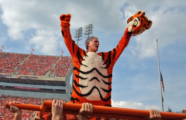 President Barker in the tiger costume doing push ups! What does your college pres do?? #clemson: Barker Clemson, Clemson Presidents, Schools Presidents, Tigers Costumes, Tigers Suits, Epic Presidents, U.S. Presidents, Presidents Barker, Clemson Tigers