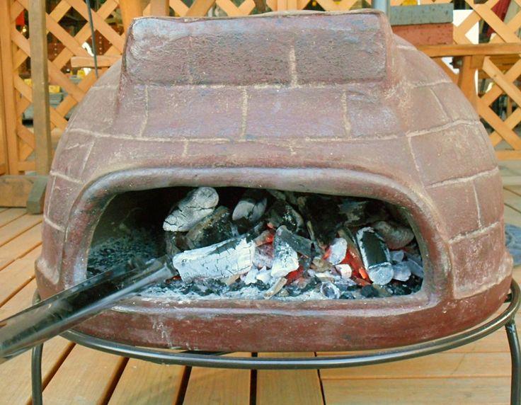 メキシコ直輸入!ピザ窯・BBQグリルでホームパーティー!⑩  まずは、炭や薪などの燃料を窯内部の中央に置いて、着火。 少しずつ燃料を足しながら窯の温度を上げます。