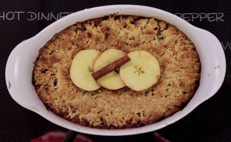 Αυτή η συνταγή για μηλόπιτα είναι ό,τι πιο νόστιμο κι εύκολο έχετε ετοιμάσει ποτέ! Το μυστικό της βρίσκεται στην ανάλαφρη ζύμη, που ειδικά για την επικάλυψη μπαίνει στην κατάψυξη και στη συνέχεια την τρίβεται πάνω από τα μήλα και γίνεται σαν crumble.