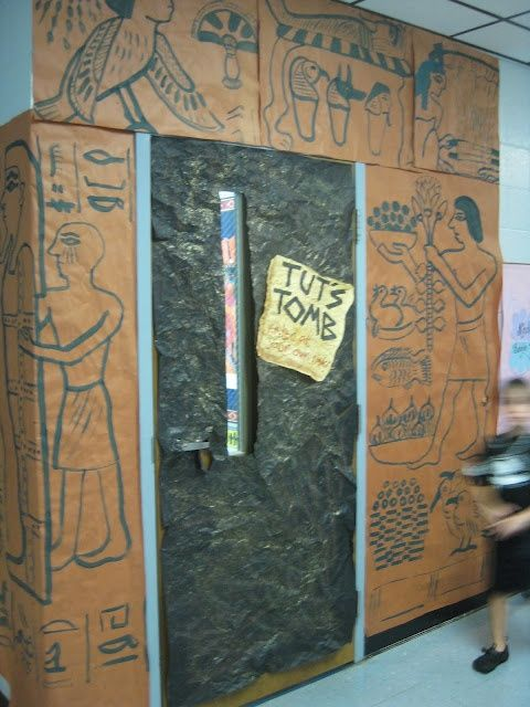 Decoracion Egipcia Antigua ~   entrada aula como una tumba egipcia Decoraci?n escolar Egipto