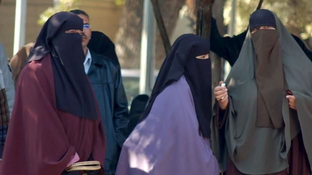 La justicia prohíbe dar clases con niqab en Universidad de El Cairo