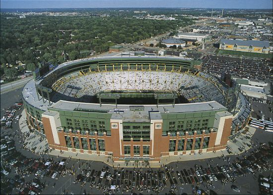 Lambeau Field = the best football experience you will ever have (even if you can't feel your toes!)