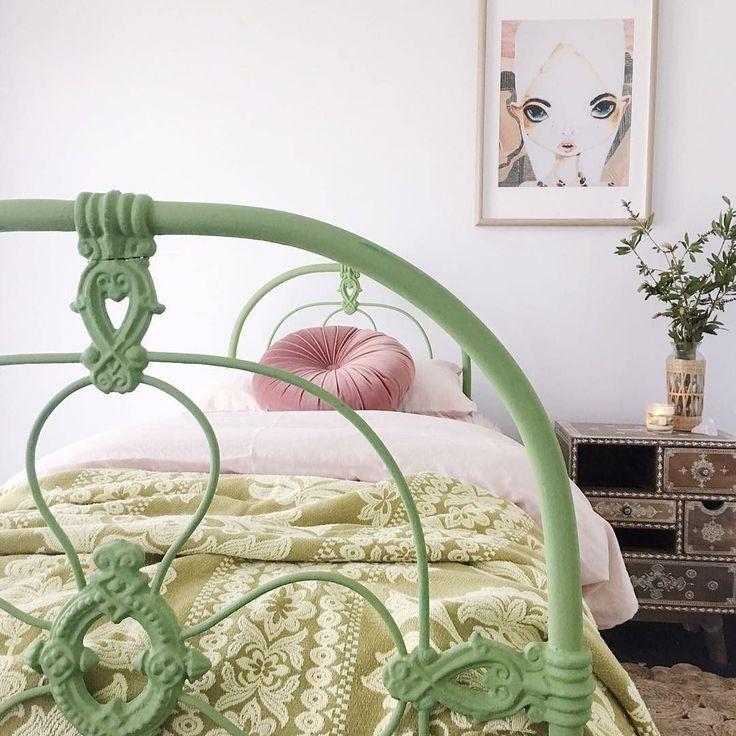 Diy idea ! Spraypaint a vintage metal bed in this gorgeous applegreen colour Thanks @kindredspirits.interiors for the inspiration !  #kidsinteriors_com - - - - #kidsinteriors #kidsinterior #kidsroom #childrensroom #teenageroom #kidsbed #kidsdesign #interiordesign #instadesign #kidsdecor #decorforkids #girlsdecor #kinderkamer #kinderzimmer #chambreenfant #chambrefille #barnrum #barnrumsinspo #barnerom #design #diy