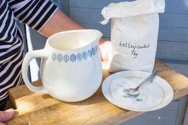 Finnish nettle pancakes at our blog. Easy recipe by Jatta Heilahti. Styling Minna Lilja, photos Johanna Levomäki.