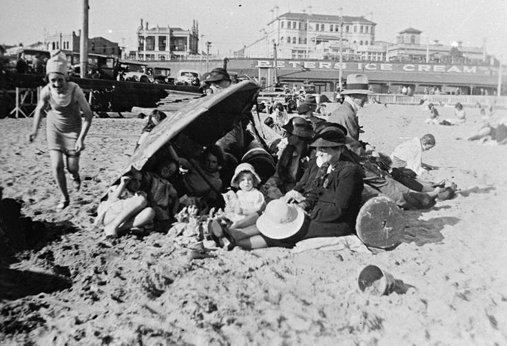 1933 St Kilda Beach