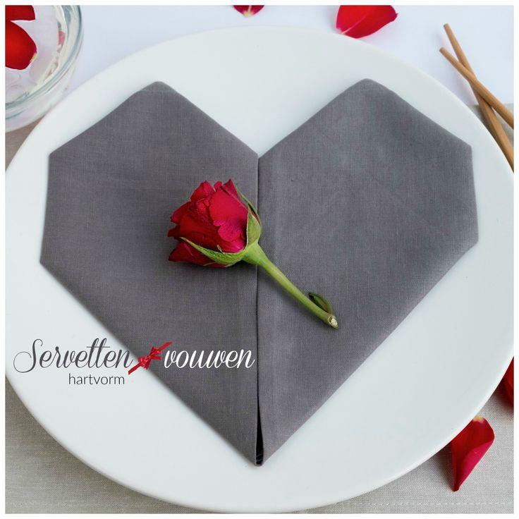Servetten vouwen in hartvorm voor Valentijnsdag, bruiloft en Moederdag -  www.elsarblog.com #blogfeestje