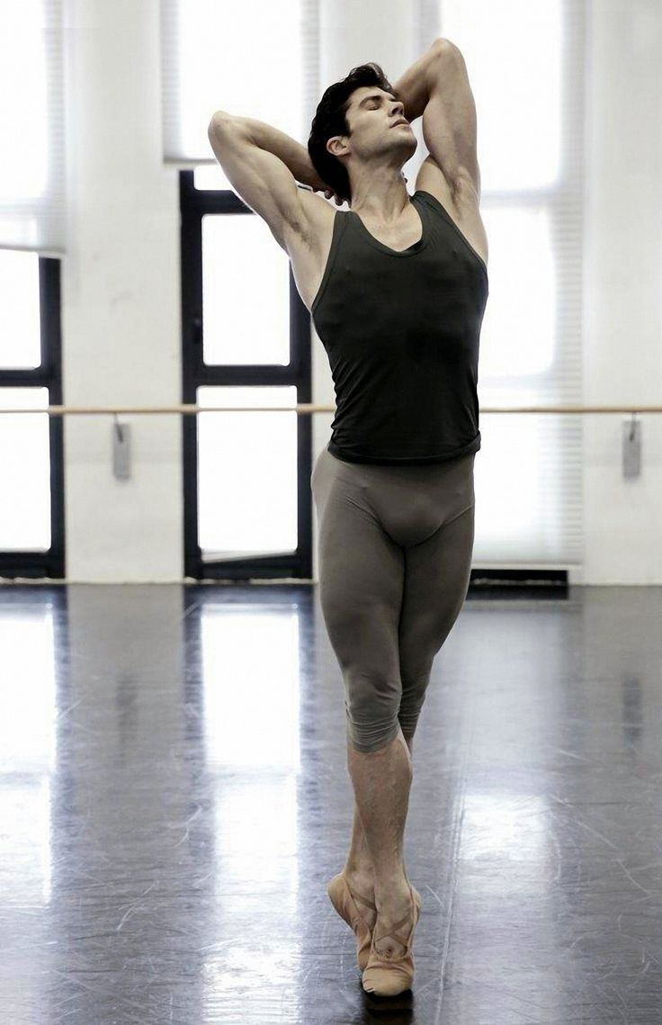 #Flexibility #Strength #Ballet // Roberto Bolle