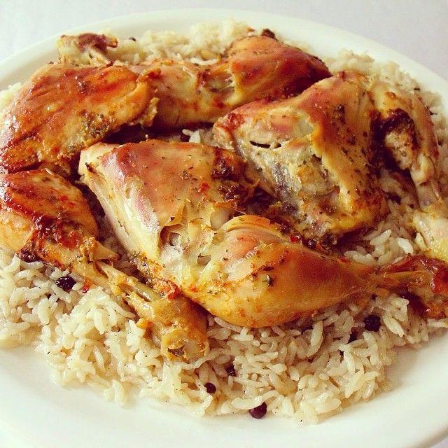 İç pilav ve baharatlarla marine edilmiş fırın poşetinde tavukÇok severim…