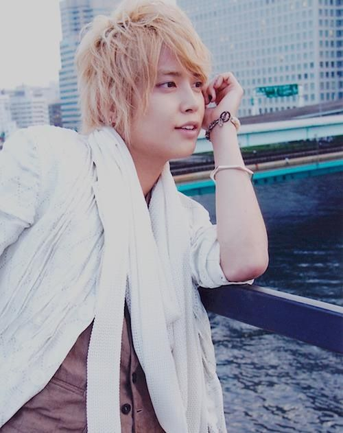 11/11/1987 member in NEWS and Tegomass Japanese boyband Tegoshi is my idol ^^ ♥