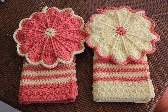 Ravelry: Project Gallery for Scalloped Potholder pattern by Priscilla Hewitt