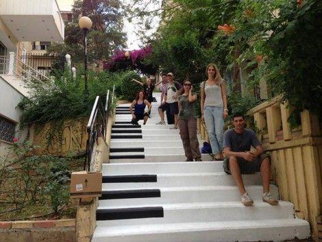 Στο Παγκράτι κάποιοι μετέτρεψαν μια σκάλα σε πιάνο!  - NEIGHBORHOOD WATCH - LiFO
