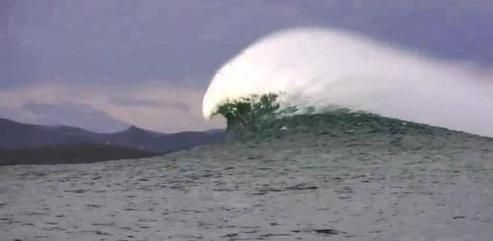 Connaissez-vous la Belharra, la vague géante basque?