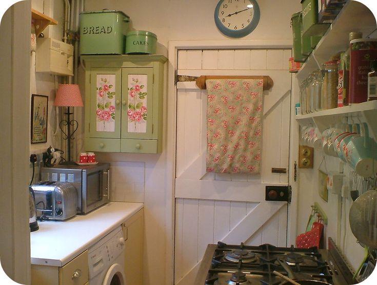 Love this English cottage kitchen
