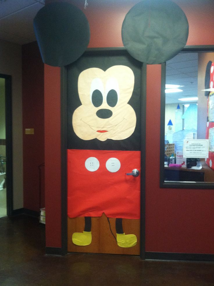 Child watch mickey mouse door done by me art projects for Baby classroom decoration